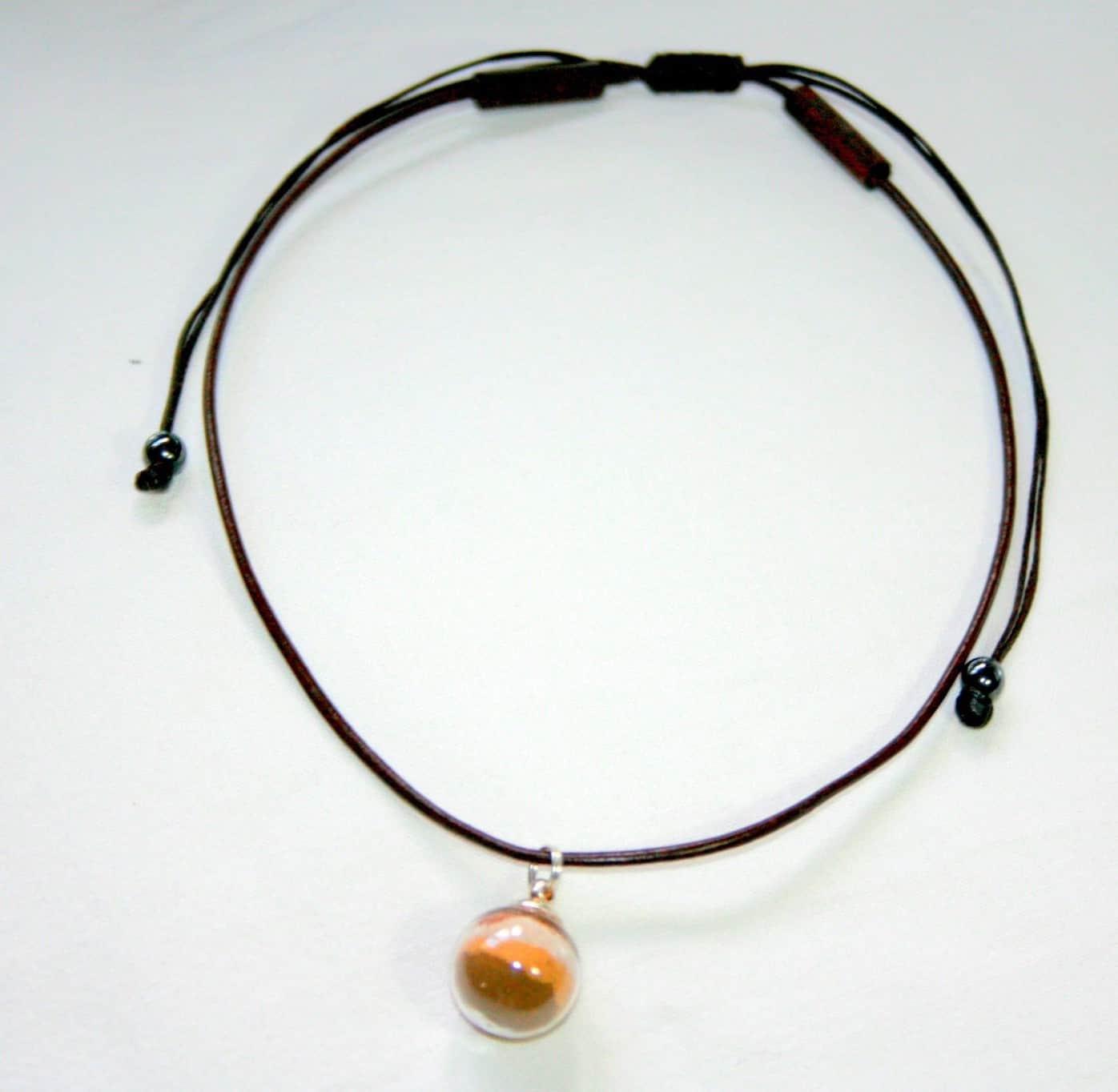 mauritius-arts-nathalie-laridain-collier-avec-une-boule-de-verre